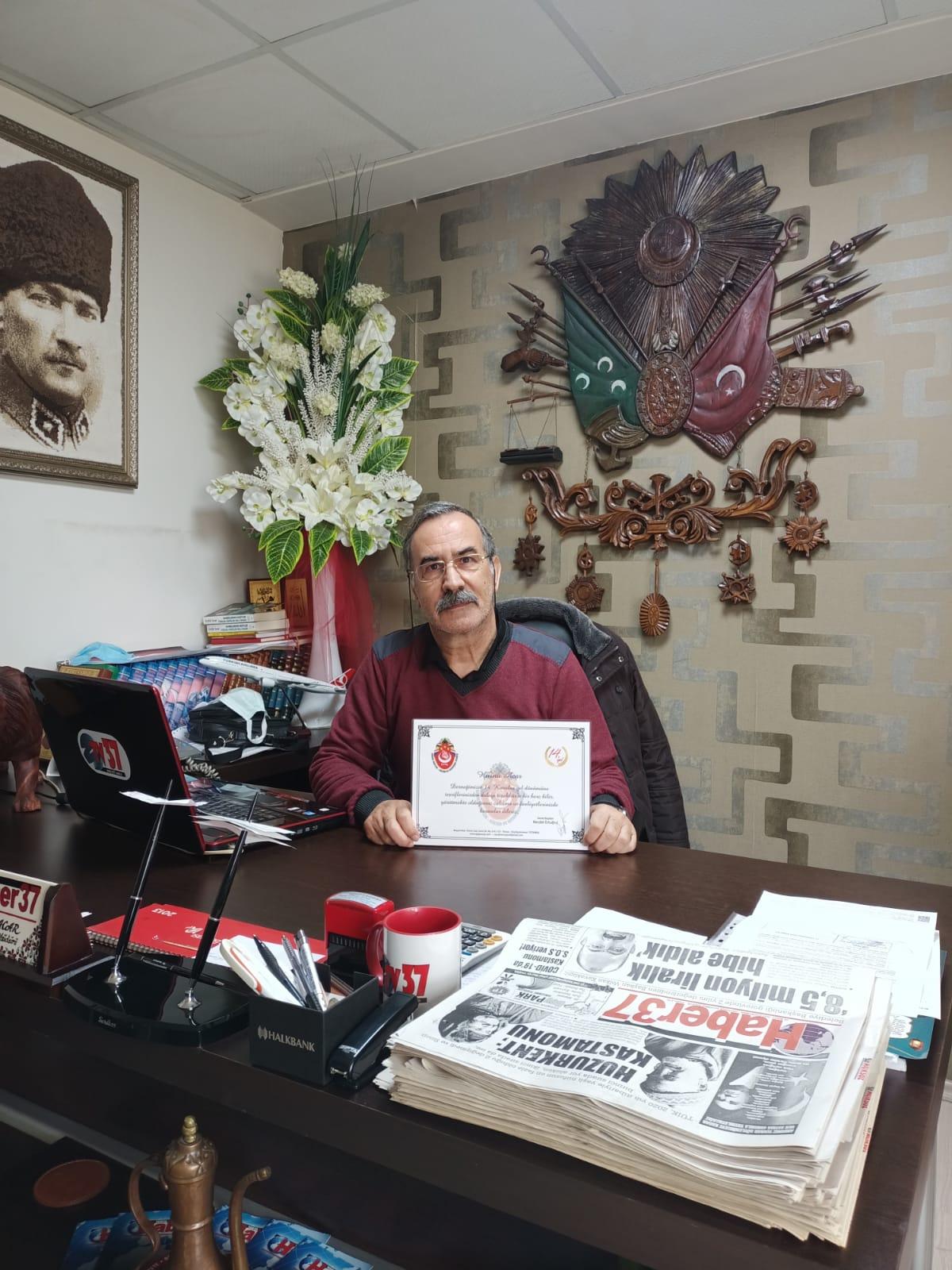 Tosya Haber 37 gazetesinin genel yayın yönetmeni ve sahibi Hüsnü acar.